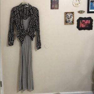 Dresses & Skirts - ‼️SALE‼️V neck spaghetti strap maxi dress